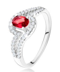 Prsten s oválným červeným kamenem