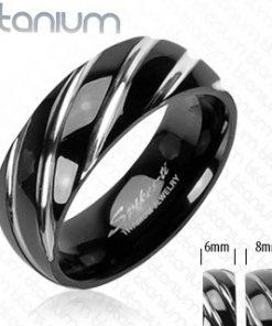 Titanový prsten černé barvy - úzké šikmé zářezy ve stříbrném odstínu - Velikost: 70