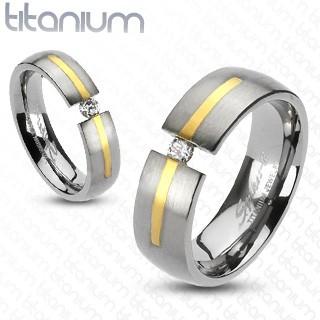 Titanový stříbrný prsten - zlatý proužek