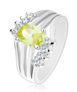 Blýskavý prsten stříbrné barvy