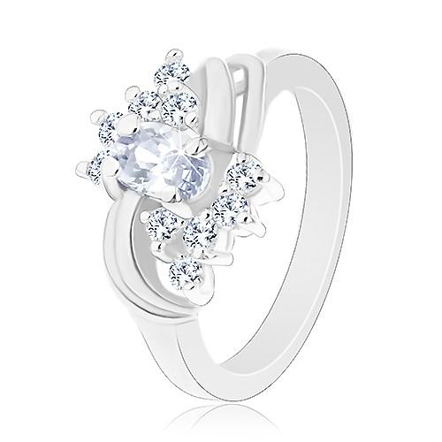 Blýskavý prsten ve stříbrné barvě a s čirými zirkony