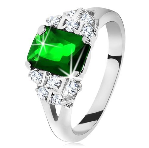 Blýskavý prsten ve stříbrné barvě