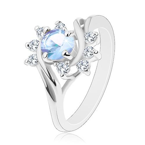 Prsten ve stříbrném odstínu