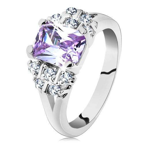 Prsten ve stříbrném odstínu s rozvětvenými rameny
